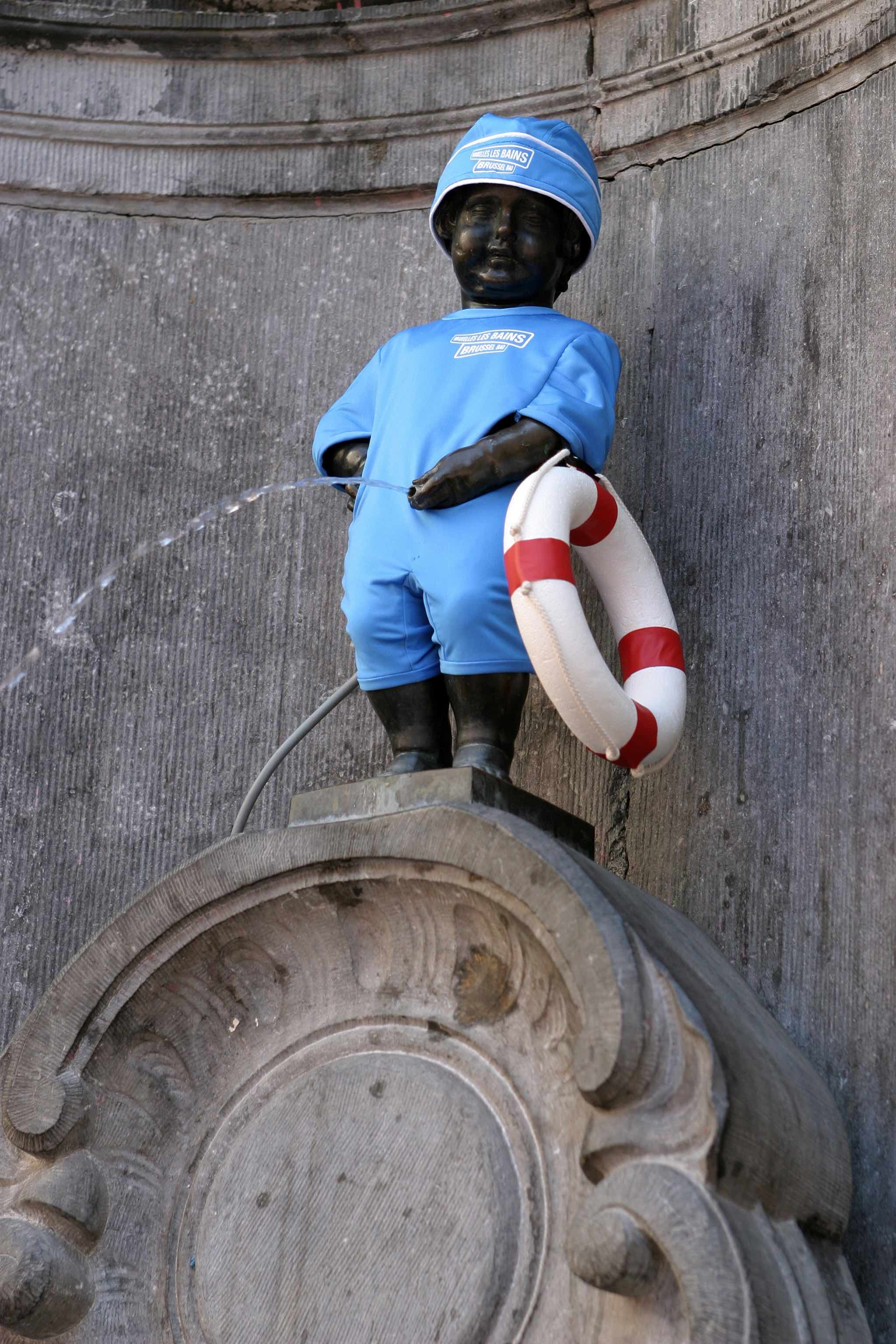 12 Manneken Pis Outfits That Will Make You Smile