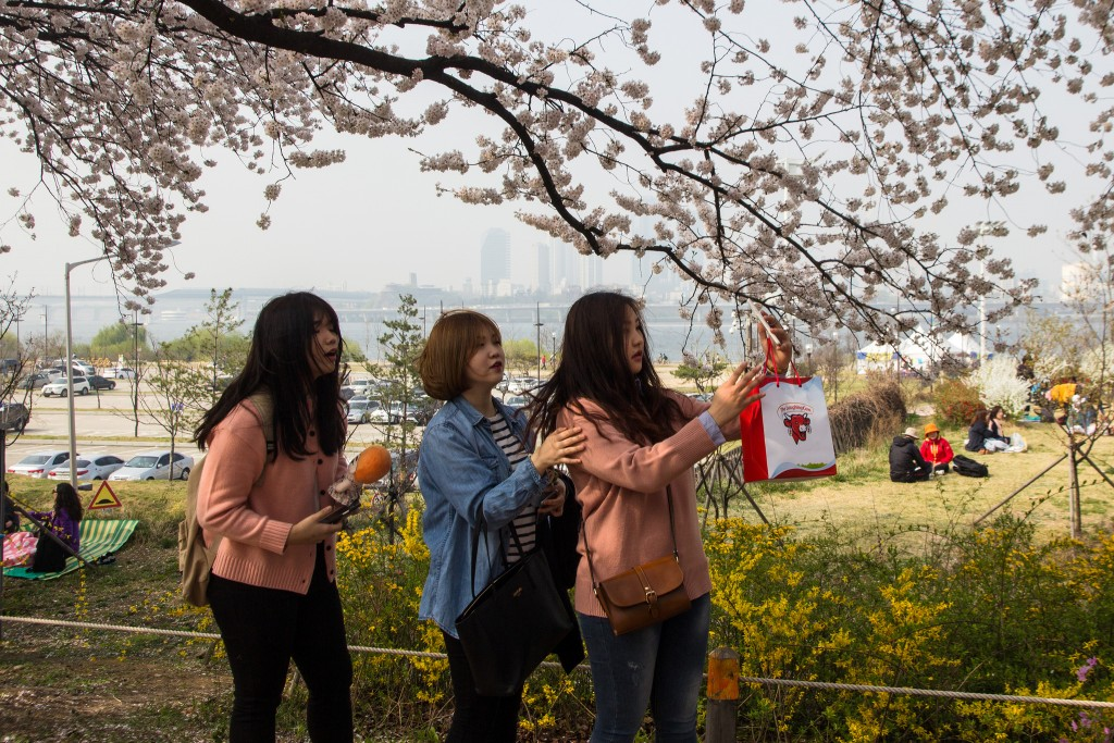 Girls in Yeouido © cat_collector / Flickr