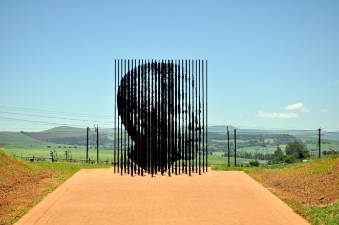 The sculpture was unveiled 48 years after Mandela's arrest | © Darren Glanville/Flickr