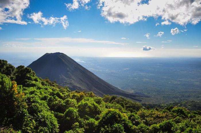 Izalco Volcano | © Hugo Brizard/YouGoPhoto/Shutterstock