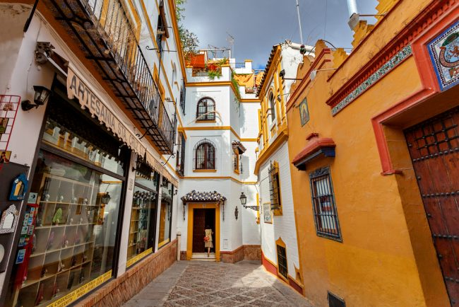 A typical street in Santa Cruz | © Irina Sen/Shutterstock