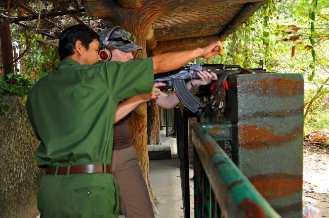 Any gun nut in Vietnam needs to try this   © Dennis Jarvis/Flickr