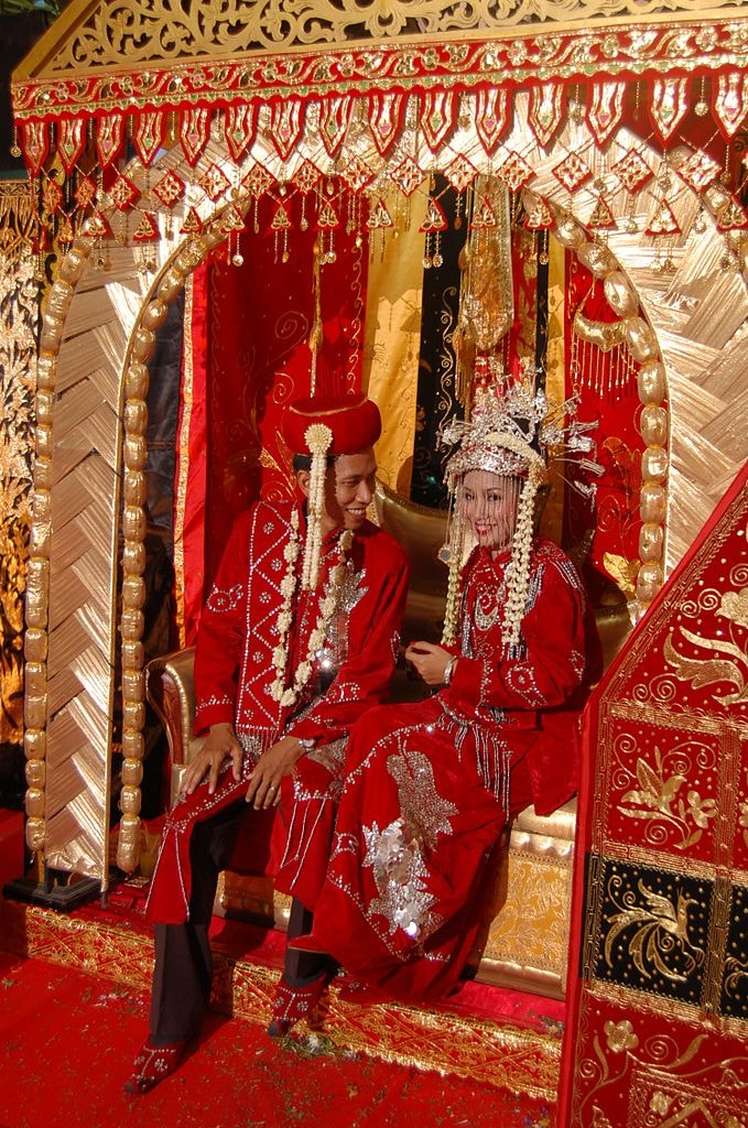 Regal Elegance A Look At Indonesia S Traditional Dress