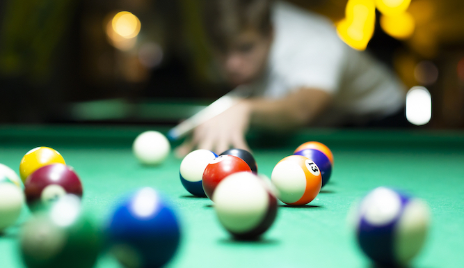 Women attracted to men who are good at pool, think men playing pool