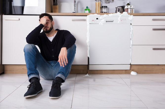 Man who used washing up liquid in dishwasher honestly thinks he can live by himself