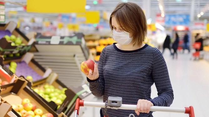 Squeezing fruit: five unacceptable things to do in a supermarket during a pandemic