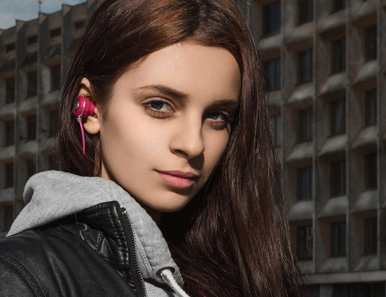 Kameleon Series Pink Bluetooth Earbuds by NOIZY BRANDS 01