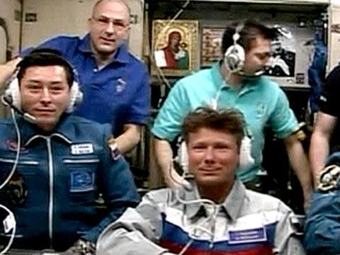 Russian Soyuz capsule docks with international space ...