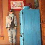 Winter / Spring Mom Uniform Idea:  Boyfriend Jeans + Sweatshirt + Girly Accessories