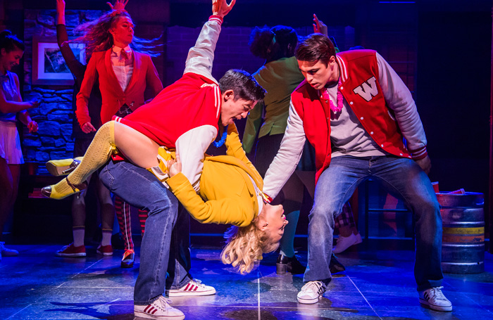 Chris Chung, Sophie Isaacs et Dominic Anderson dans Heathers the Musical. Photo: Tristram Kenton