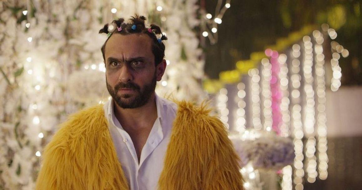 Saif Ali Khan in a still from <em>Kaalakaandi</em>.