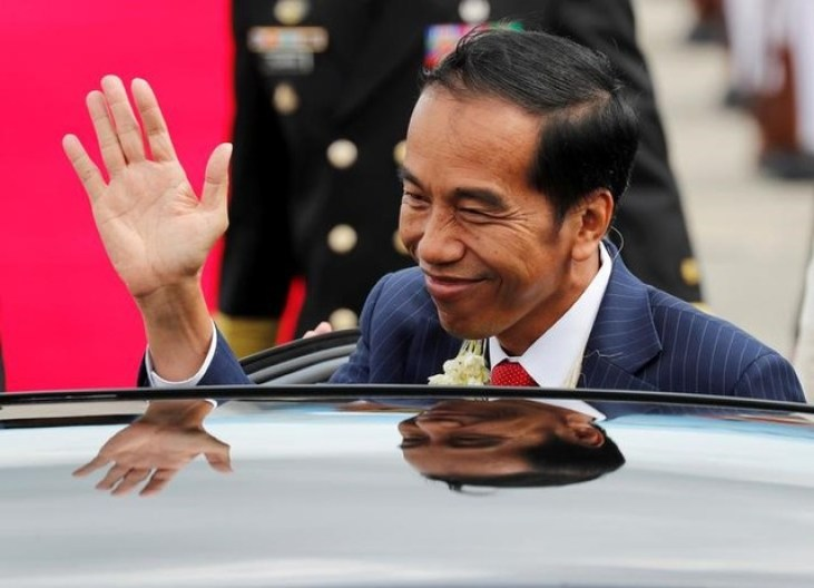 Indonesian President Joko Widodo waves to the student performers (not pictured) upon his arrival to attend the Association of Southeast Asian Nations (ASEAN) Summit and related meetings in Clark, Pampanga, northern Philippines November 12, 2017. Credit: Reuters/Erik De Castro
