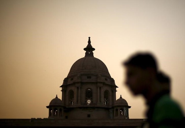A commuter walks past the building of India's Ministry of Finance during dusk in New Delhi, May 18, 2015. Credit: Reuters/Adnan Abidi/Files