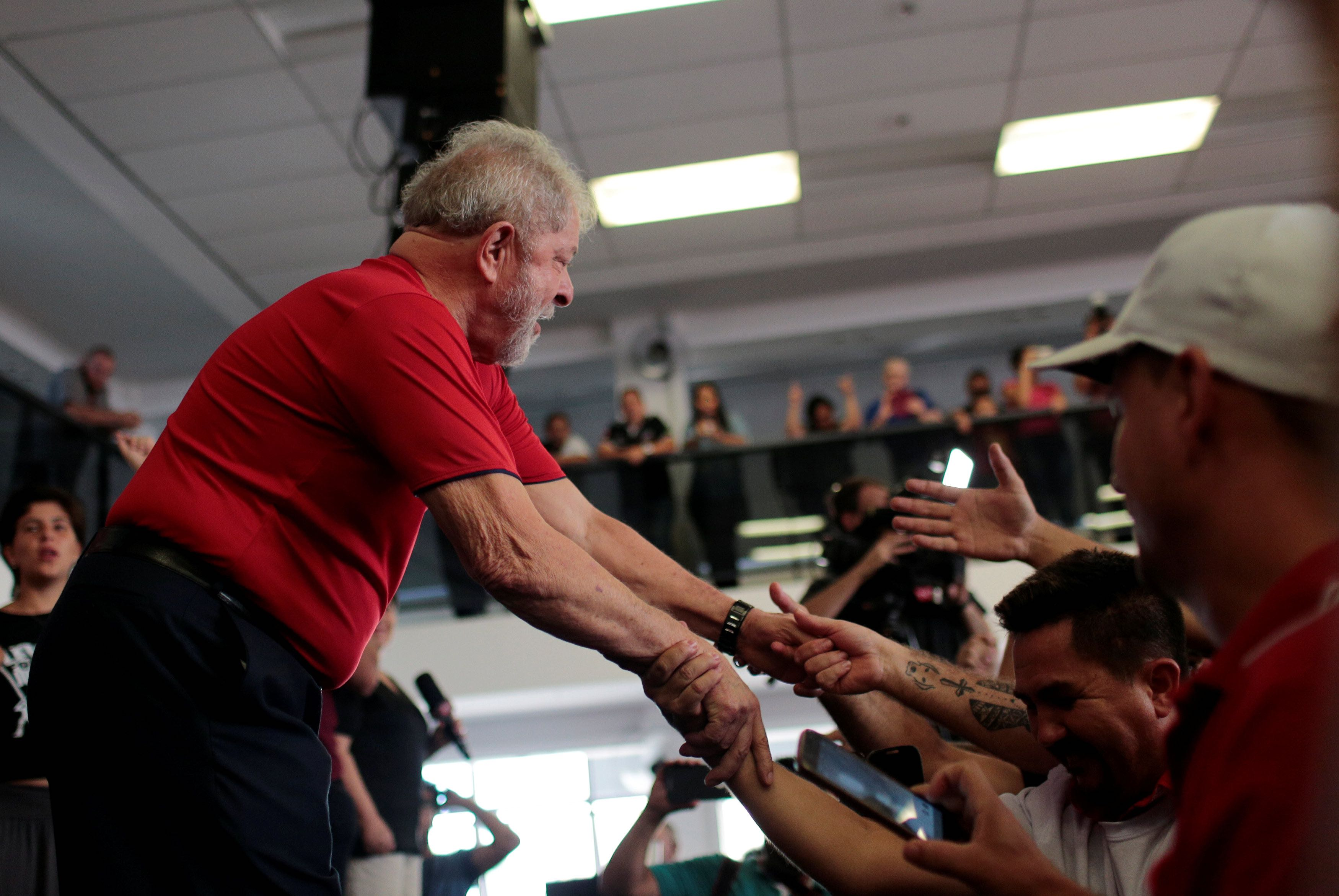 Lula da Silva accepts to be presidential candidate despite prison sentence