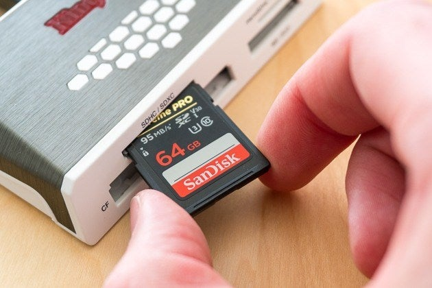 SD Card в кард-ридере.