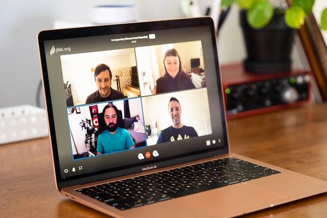 chat vidéo à quatre personnes usign jitsi