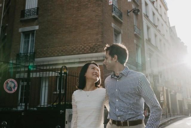 Paris Romantic Couple photography backlight sunray