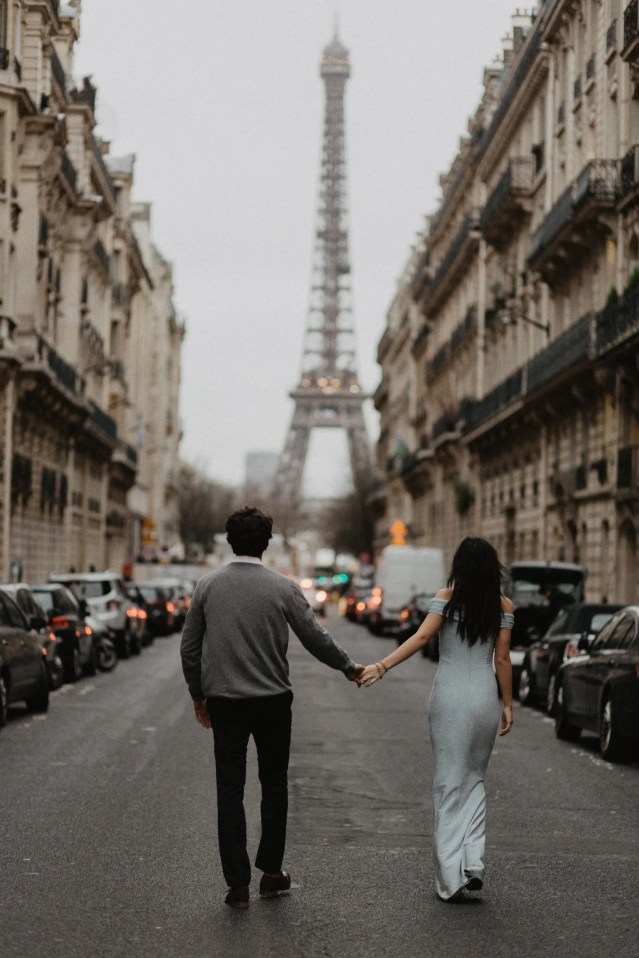 Couple photography Eiffel tower Paris