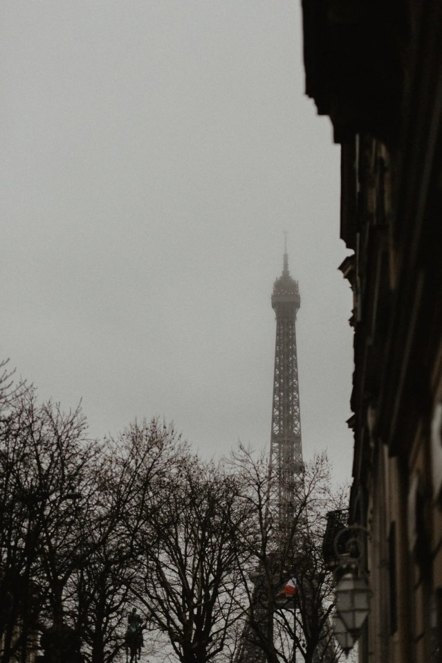 Winter elopement photography Paris Eiffel tower