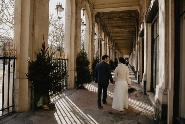 Winter couple shoot paris photographer palais royal