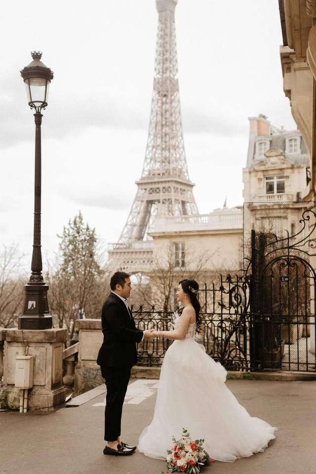 Paris elopement photographer Eiffel tower