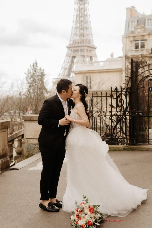 Paris wedding photographer Eiffel tower