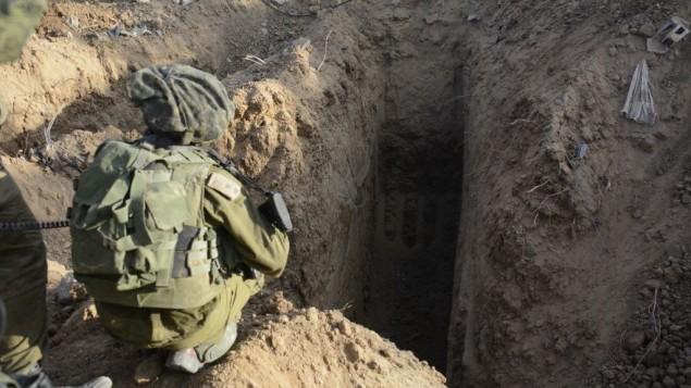 L'entrée d'un tunnel découvert à Gaza pendant l'opération Bordure protectrice, le 18 juillet 2014. (Crédit : Tsahal)