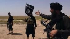 Combattants de l'Etat islamique près de la frontière entre la Syrie et l'Irak (Crédit : YouTube capture d'écran / Vice)