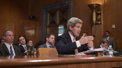 Le secrétaire d'Etat John Kerry témoigne devant le Sénat à Washington, le 24 février 2015 (photo credit: AFP PHOTO/Mandel Ngan)