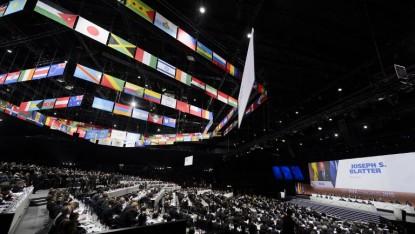 Une vue générale du 65e congrès de la FIFA tandis que Sepp Blatter délivre le discours d'ouverture (Crédit : AFP PHOTO / FABRICE COFFRINI)