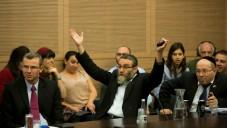 Le député Moshe Gafni le 27 octobre 2014 à la Knesset  (Crédit photo : Yonatan Sindel / Flash90)