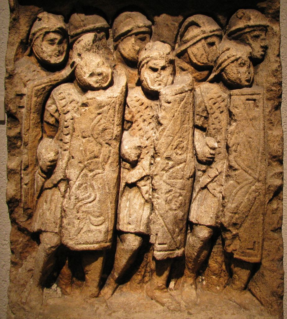 Roman legionaries from carving found in Glanum, southern France (CC BY-SA Ursus, Wikimedia Commons)