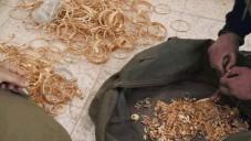 De l'or découvert par le Shin Bet qui aurait été utilisé pour financer la cellule du Hamas (Crédit : Shin Bet Communications)