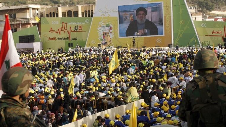 Les partisans libanais du Hezbollah à Nabatieh, le 24 mai 2015. (Crédit : Mahmoud Zayyat/AFP)