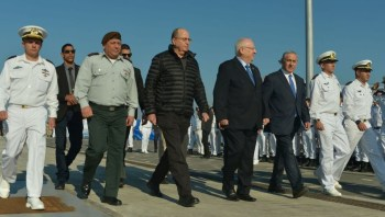 IDF Chief of Staff Gadi Eisenkot, Defense Minister Moshe Ya'alon, President Reuven Rivlin and Prime Minister Benjamin Netanyahu at a welcoming ceremony for the new submarine 'Rahav' at the Israeli navy base in Haifa, on January 12, 2016. (Kobi Gideon/GPO)