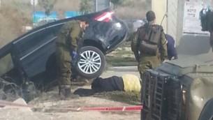 Le corps de Ashraqat Qatanani, 16 ans,  à proximité d'un arrêt de bus dans le nord de la Cisjordanie, où elle a été tué alors qu'elle tentait de poignarder des Israéliens (Crédit : Conseil de la région Samarie)