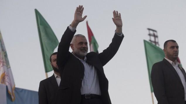 Ismail Haniyeh, ancien Premier ministre du Hamas, , pendant un rassemblement anti-Israël à Rafah, dans le sud de la bande de Gaza, le 26 février 2016. (Crédit : Saïd Khatib/AFP)