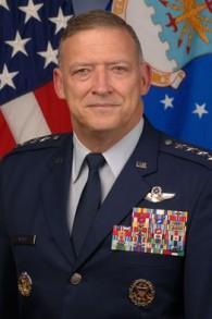 Gary L. North, un ancien général décoré de quatre étoiles et actuel exécutif chez Lockheed Martin. (Crédit : US Air Force)