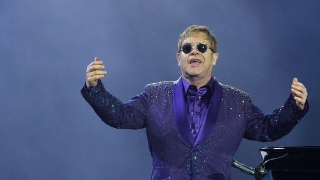 Sir Elton John en concert à Tel Aviv, le 26 mai 2016. (Crédit : Miriam Alster/Flash90)