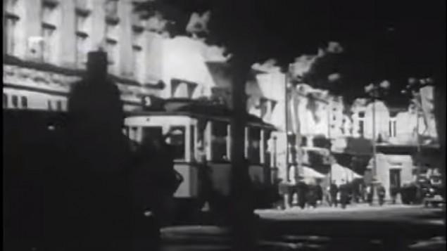 Des Juifs à Lviv, en Ukraine en 1938 (Crédit : capture d'écran YouTube)