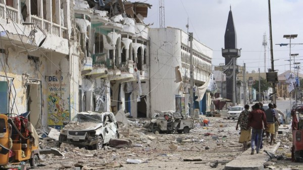 Extremist gunmen storm hotel in Somali capital, kill 8 ...