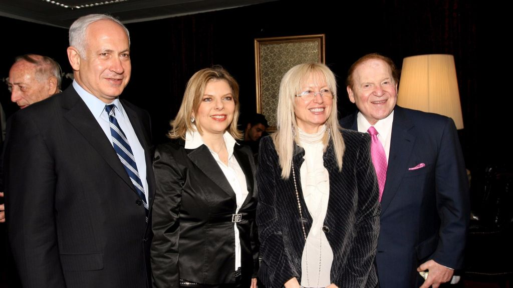 American billionaire businessman Sheldon Adelson (R) and his wife Miriam meet Benjamin Netanyahu and his wife Sara Netanyahu, at the International Conference Centre in Jerusalem, May 13, 2008. (Anna Kaplan /FLASH90/ File)