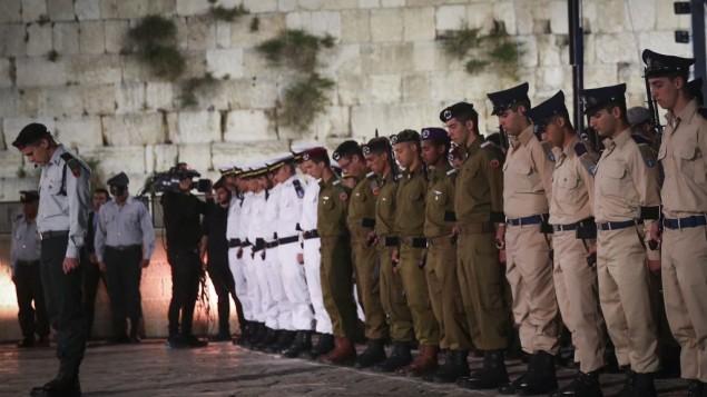 """Résultat de recherche d'images pour """"photos des soldats lors du Yom Hazikaron"""""""