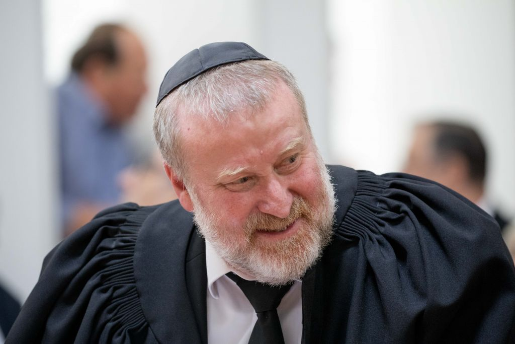 Le procureur général Avichai Mandelblit à Jérusalem, le 13 juin 2017. (Crédit : Yonatan Sindel/Flash90)