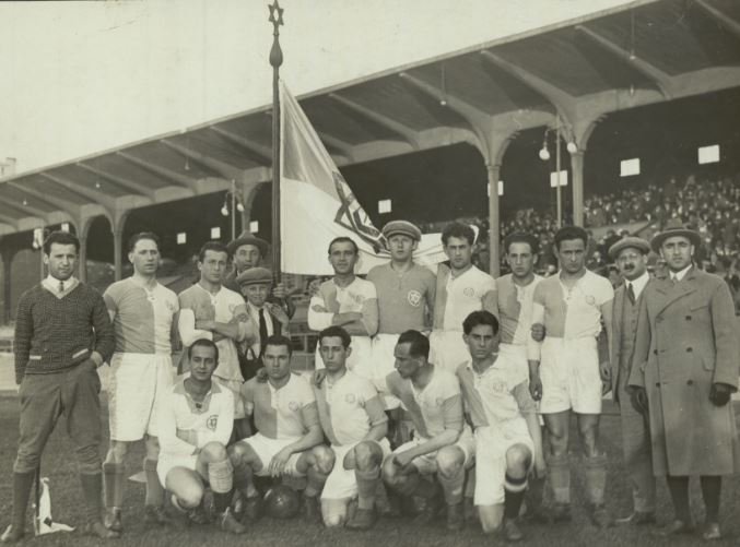 The Hakoah Vienna football club with the Star of David featuring prominently on their uniforms and flag. (Courtesy)
