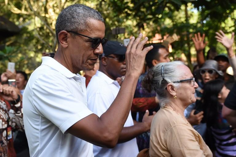 Former US president Barack Obama gestures as he visits Tirtha Empul temple at Tampaksiring Village in Gianyar on the Indonesian resort island of Bali on June 27, 2017.(AFP PHOTO / SONNY TUMBELAKA)