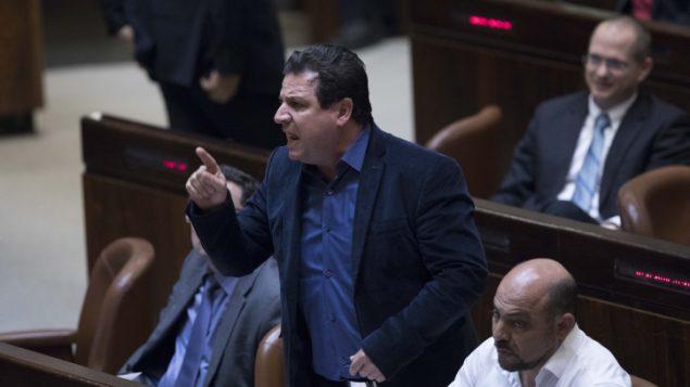 Ayman Odeh, leader de la liste commune, réagit lors d'une séance plénière au parlement israélien, le 25 janvier 2017 (Yonatan Sindel / Flash90)