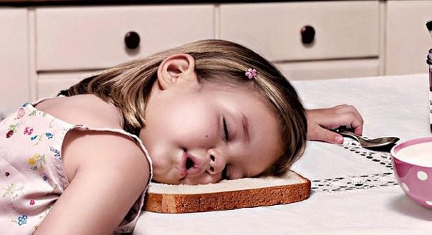 Bermain Gadget Sebelum Tidur, Ini Imbasnya