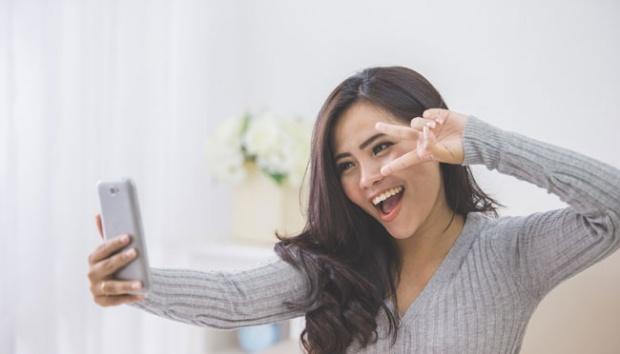 Asyik Selfie, Perempuan Ini Rusak Karya Seni Rp 2,6 Miliar