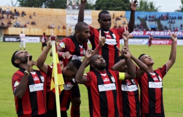 Liga 1: Persipura Pesta Gol, Semen Padang Menang, Arema Seri